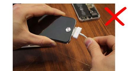 не правильное использование кабеля iphone проблема
